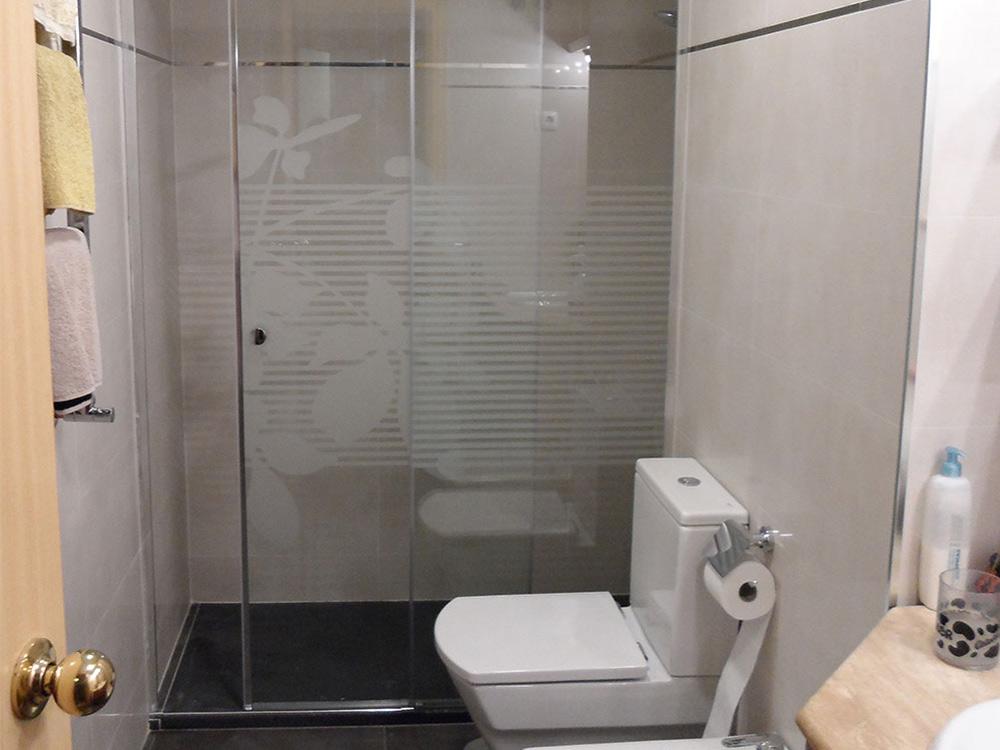 Mamparas de gran altura para duchas