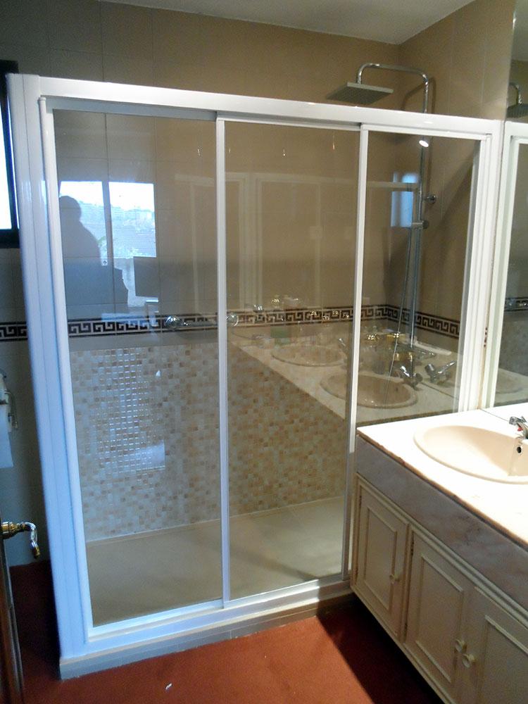 Instalación de mamparas para baño en cristal