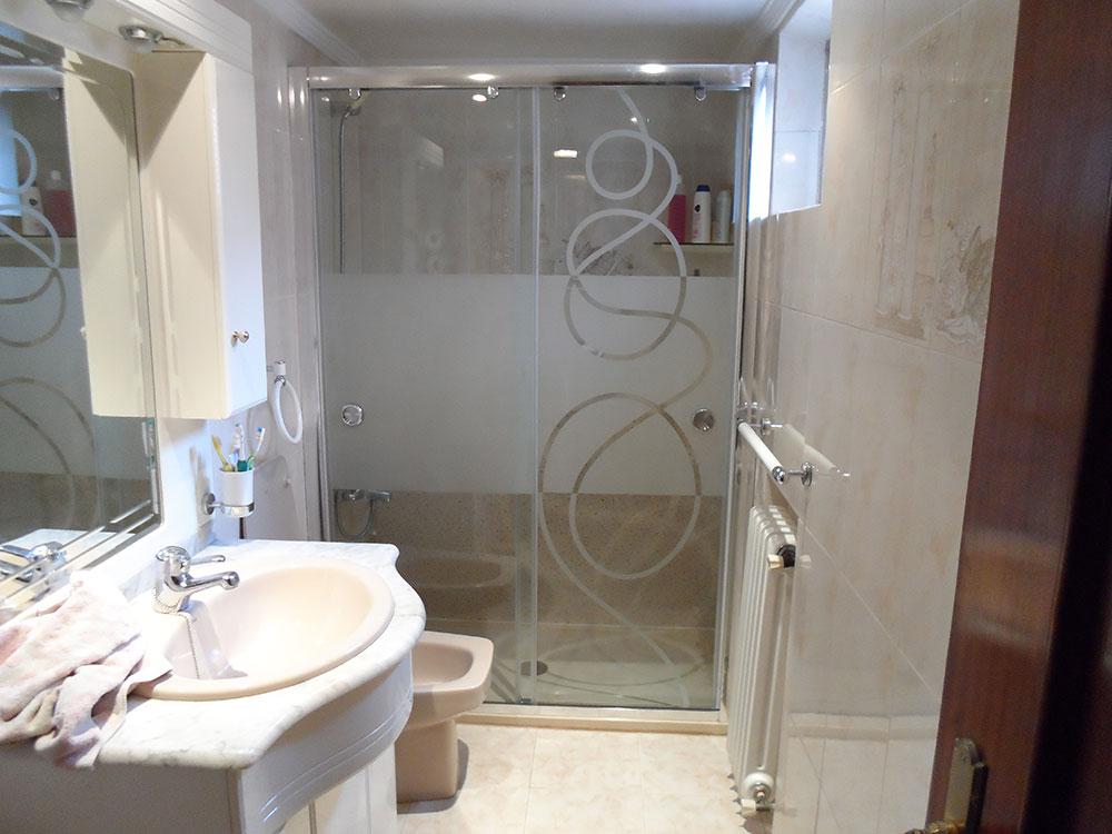Instalación de mamparas para ducha
