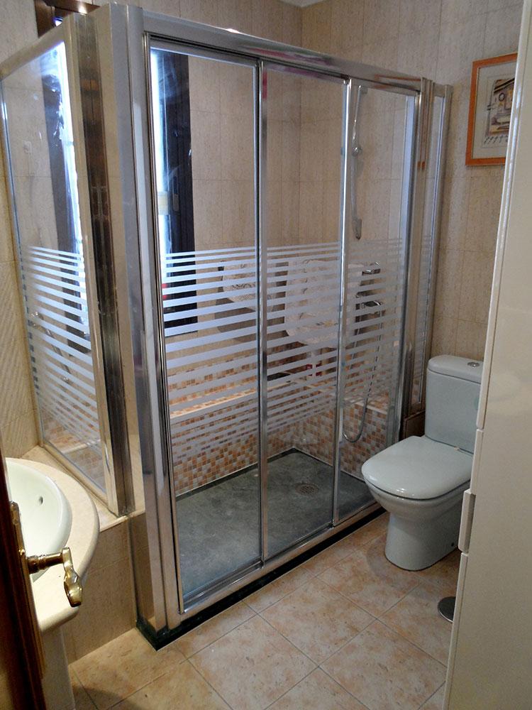 Mampara a rayas para ducha