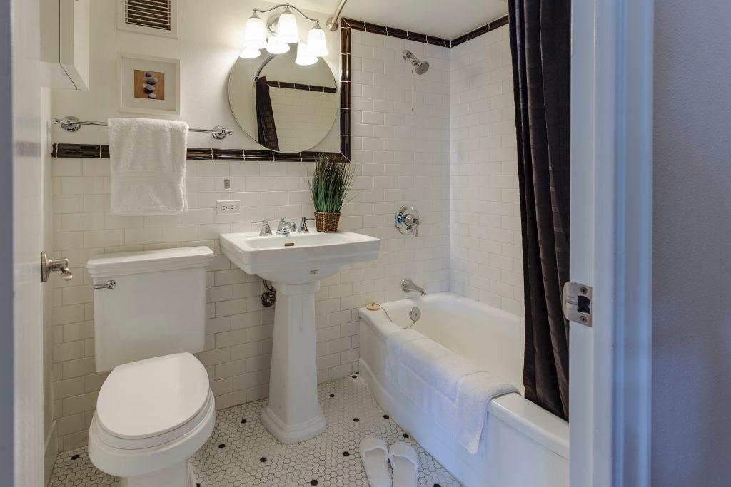 alicatado azulejos baños