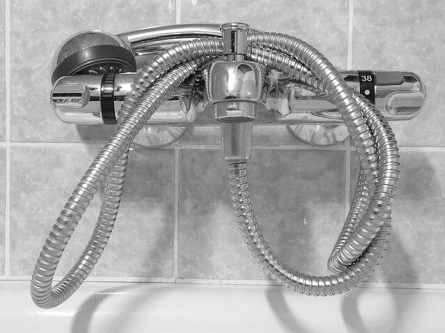 prevenir hongos en mampara de la ducha